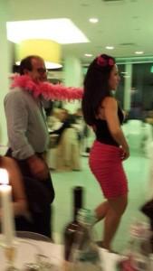 coinvolgimento del pubblico in una cena aziendale con bulrlesque